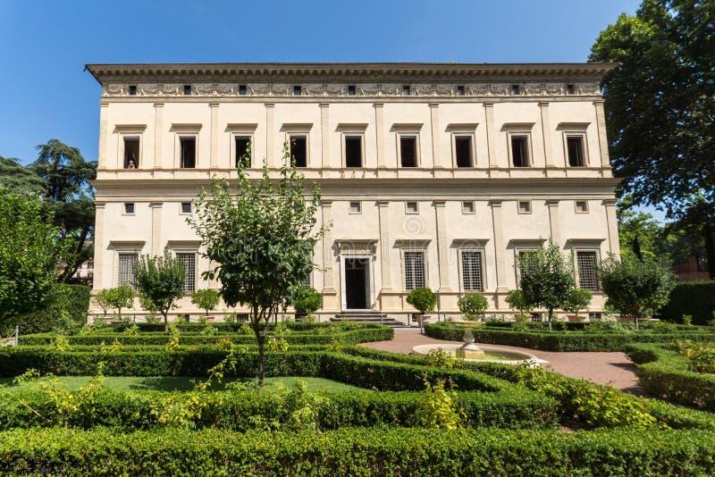 Byggnad av villan Farnesina i det Trastavete området i stad av Rome, Italien arkivfoto