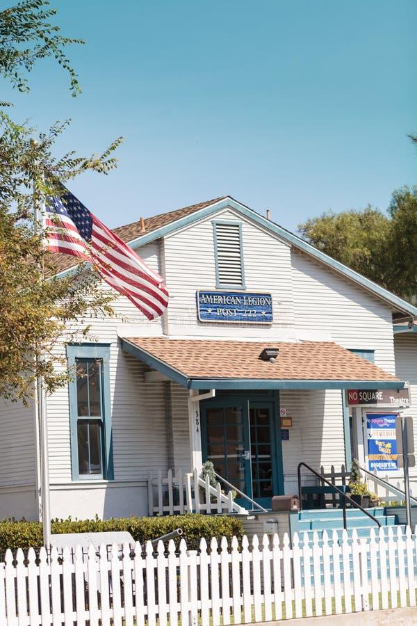 Byggnad för amerikansk legion för Laguna Beach, stolpe 222 royaltyfria foton
