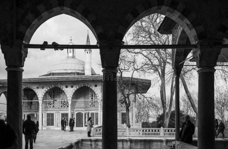 Byggnad för Baghdad kioskkupol av den Topkapi slotten royaltyfri fotografi