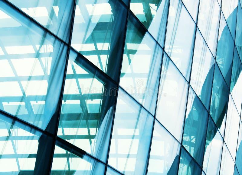 Byggnad för Closeupfönsterexponeringsglas arkivfoton