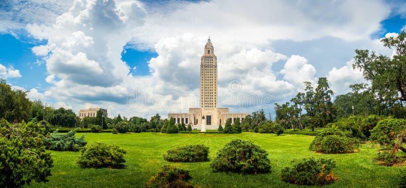 Byggnad för den Louisiana statKapitolium och parkerar royaltyfria foton
