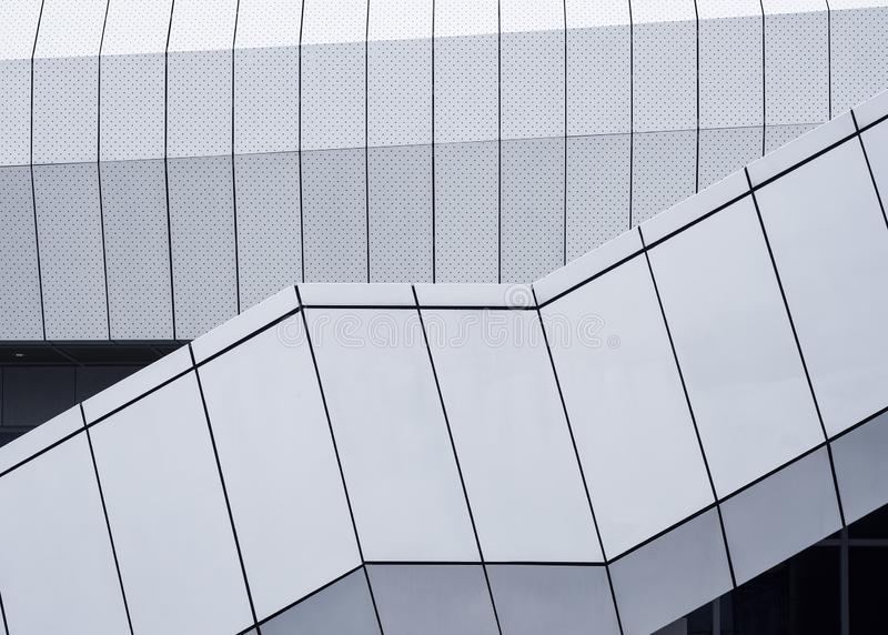 Byggnad för design för fasad för metallark modern royaltyfria foton