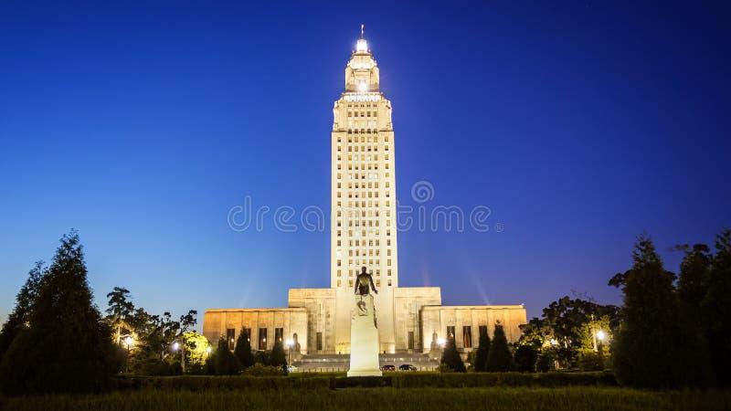Byggnad för Louisiana statKapitolium i Baton Rouge på natten royaltyfri fotografi