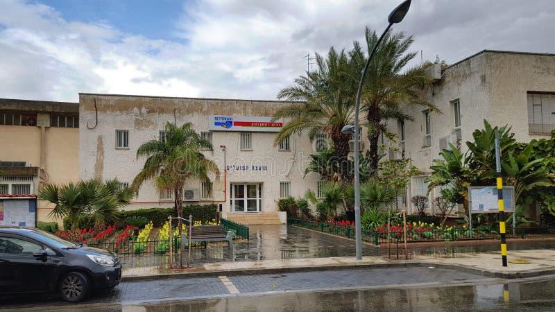 Byggnad för två berättelse av Histadrut Rishon LeZion royaltyfri foto