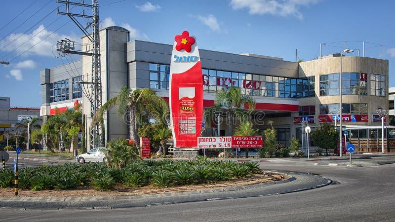 byggnad för Två-berättelse Sonol bensinstation arkivfoton
