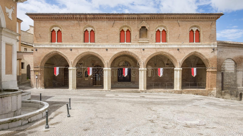 Byggnad i Fabriano Italien Marche arkivfoto