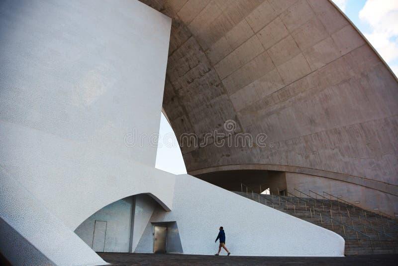 Byggnad i modern stad royaltyfria foton
