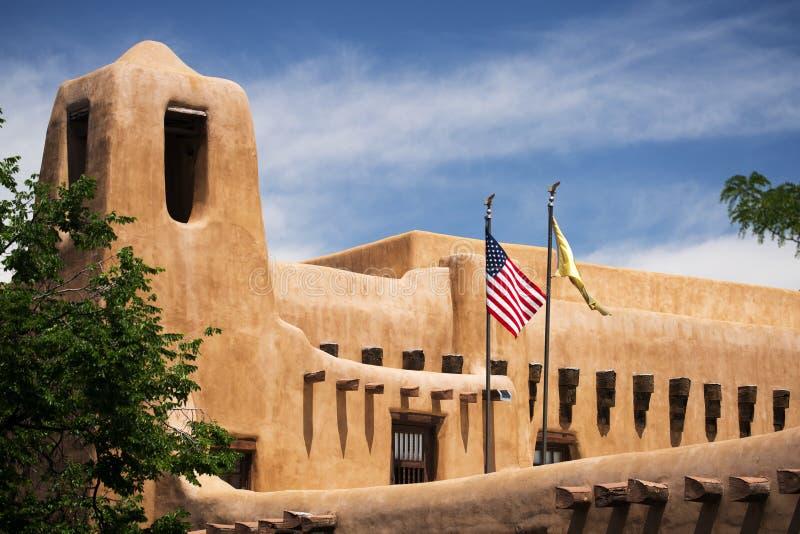Byggnad i Santa Fe som är ny - Mexiko fotografering för bildbyråer