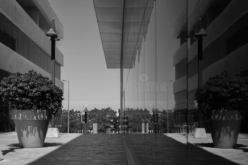 byggnad i spegel arkivbilder