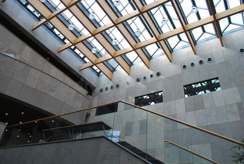 byggnad inom modernt royaltyfri bild
