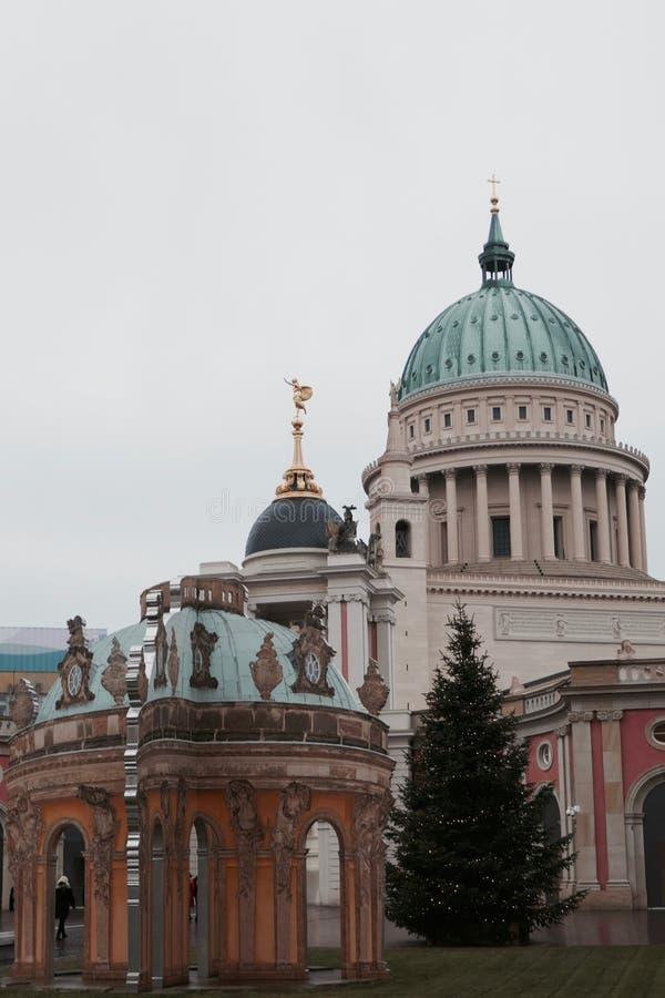 Byggnad med kupolen fotografering för bildbyråer