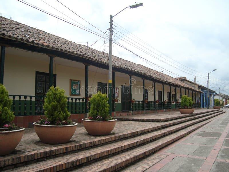 Byggnad och gata av Tabio royaltyfri foto