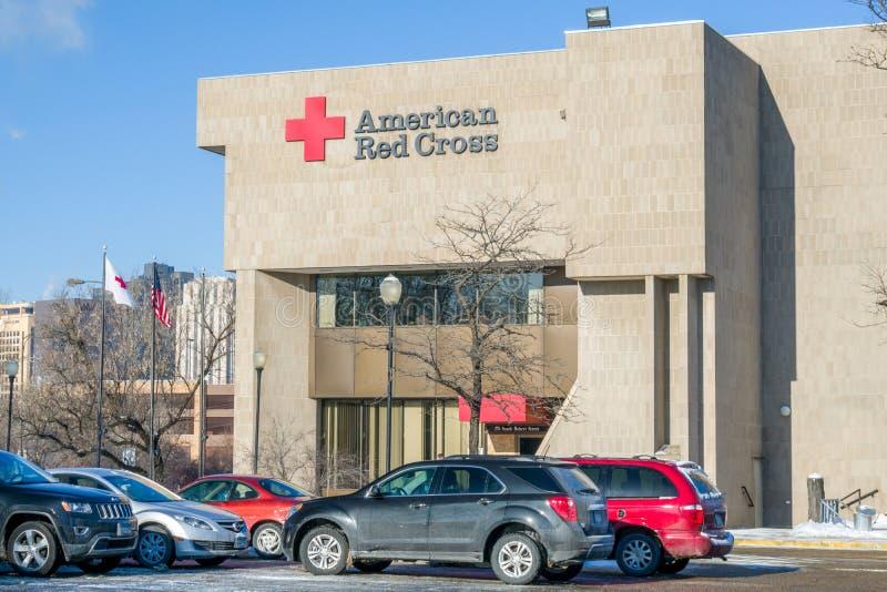 Byggnad och logo för amerikanskt Röda korset yttre royaltyfri fotografi