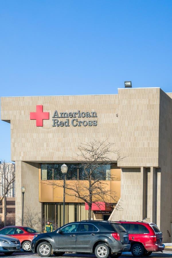 Byggnad och logo för amerikanskt Röda korset yttre arkivbilder