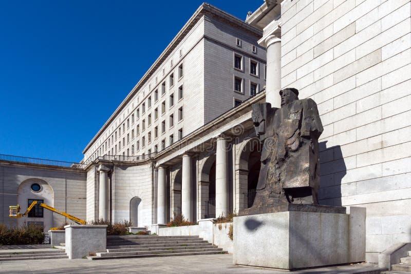 Byggnad och monument framme av departementet av anställning och socialförsäkring i stad av Madrid, arkivfoton