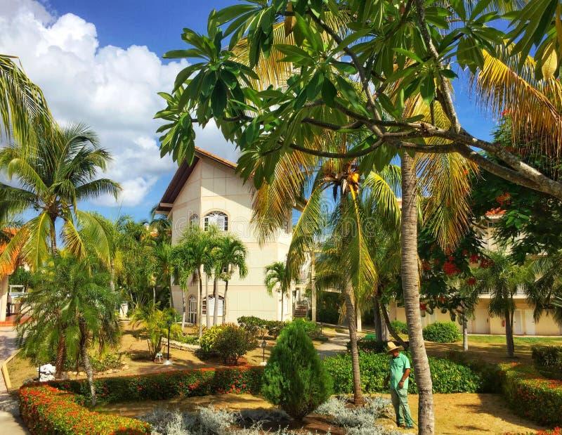 Byggnad på egenskap för kubanSol Rio de Luna Mares semesterort royaltyfria bilder