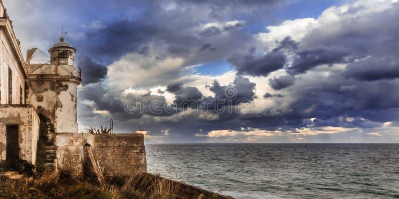 Byggnad på kust- Sicilien royaltyfria foton