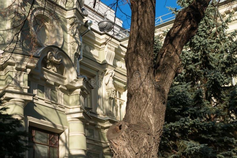 byggnad på Pyatnitskaya Stree royaltyfri foto