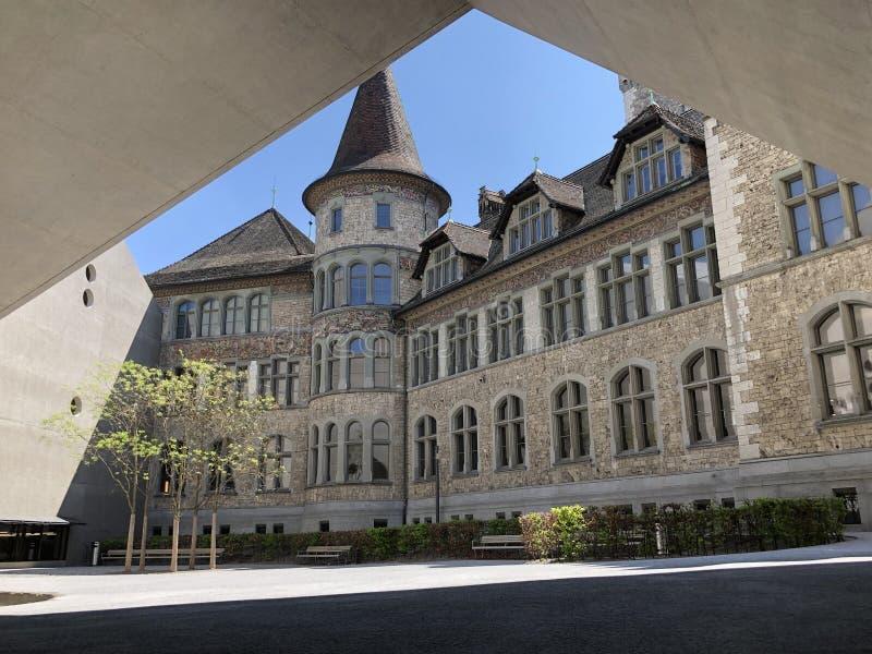 Byggnaden av det nationella museet Zurich - schweizisk kulturhistoria i en sagaslott fotografering för bildbyråer