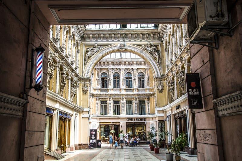 Byggnaden av `en för köpcentrum`-passage, Det lokaliseras på hörnet av gatorna av Preobrazhenskaya och Deribasovskaya arkivbilder