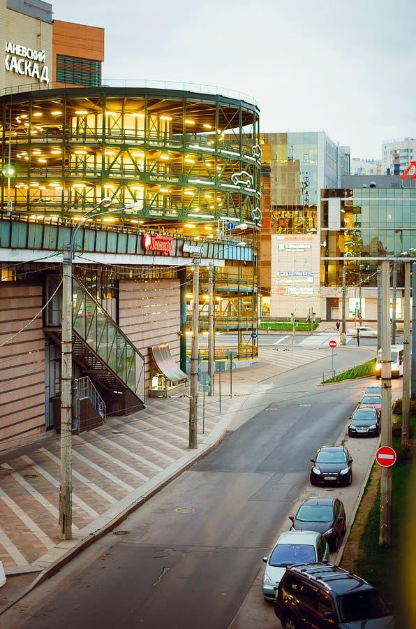 Byggnaden av k?pcentret arkivfoto