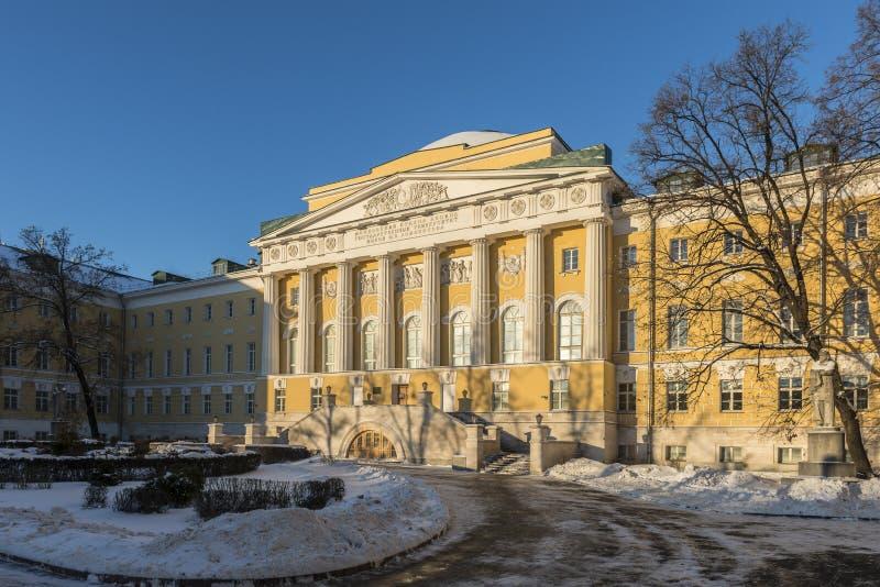 Byggnaden av Moskvadelstatsuniversitetet på mossagatan royaltyfri fotografi