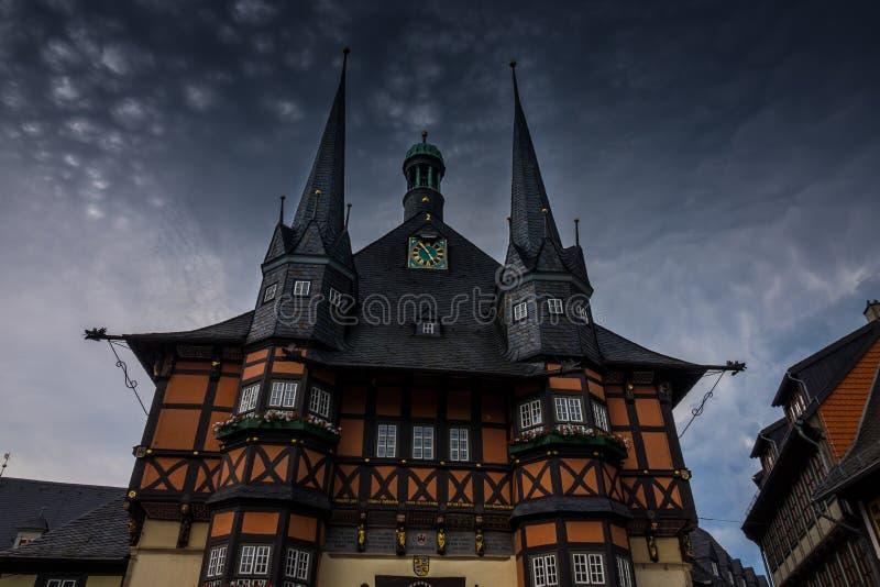 Byggnaden av stadshuset av Wernigerode, Tyskland fotografering för bildbyråer