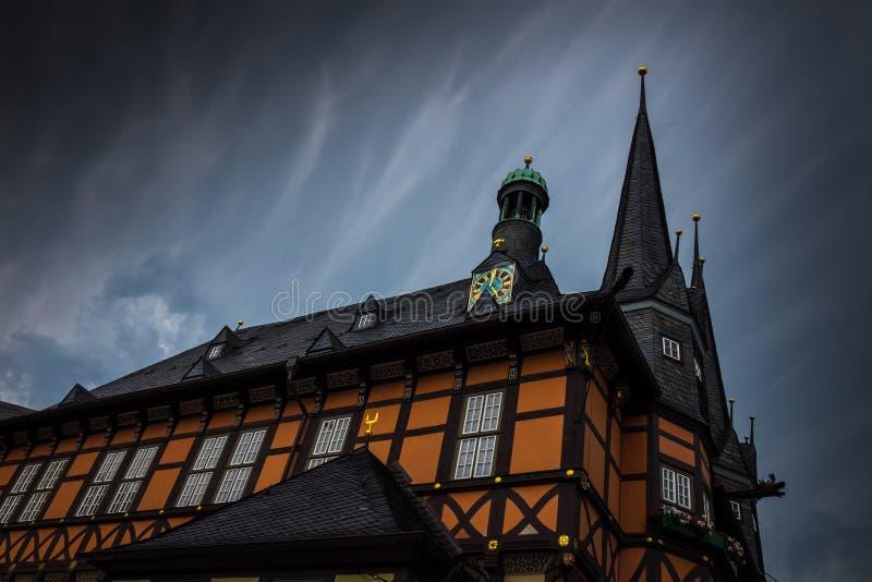Byggnaden av stadshuset av Wernigerode, Tyskland arkivfoto