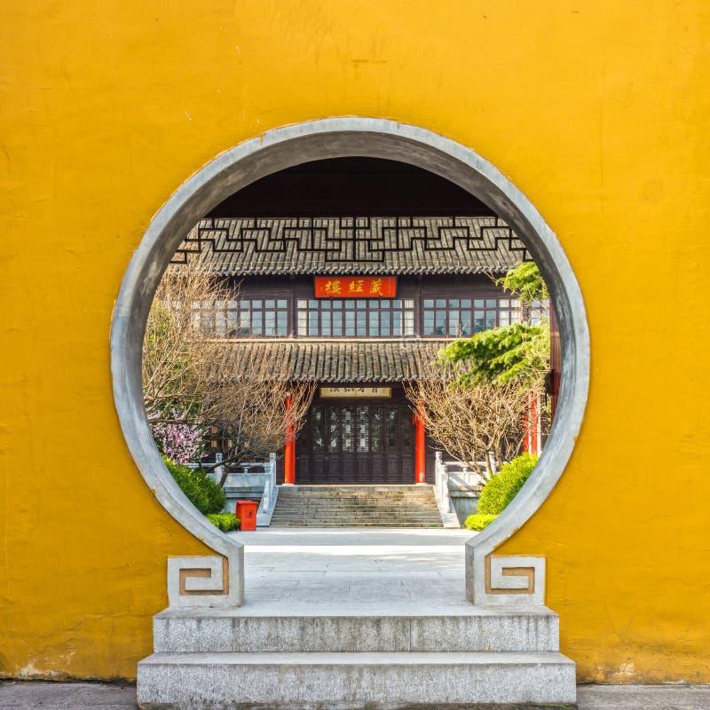 Byggnaden och konstruktionen i Daming Temple royaltyfri foto