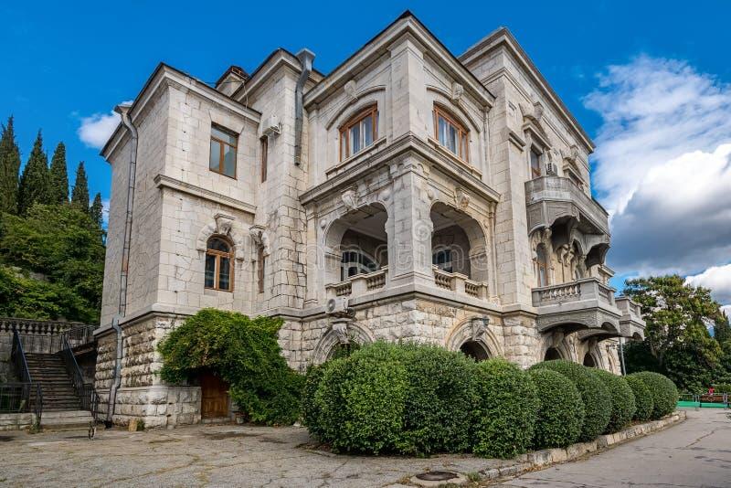 Byggnader av den Livadia slotten i Yalta, Krim royaltyfri fotografi