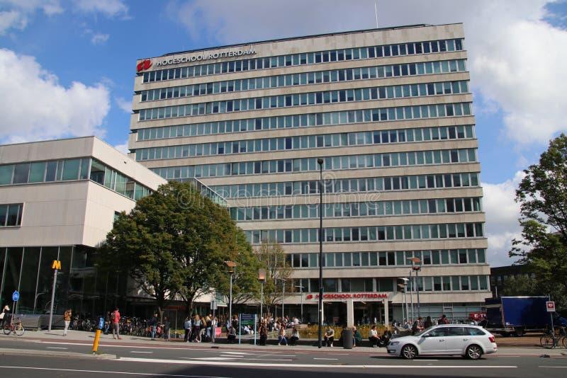 Byggnader av Hogeschoolen Rotterdam som är en högre utbildningskola i staden i Nederländerna arkivbilder
