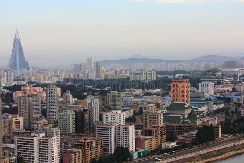 Byggnader av Pyongyang arkivbild