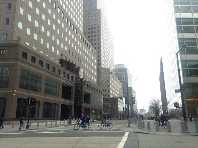 Byggnader för finansiell mitt för värld på genomskärningen av den Vesey gatan och den västra gatan i Manhattan, New York arkivbild
