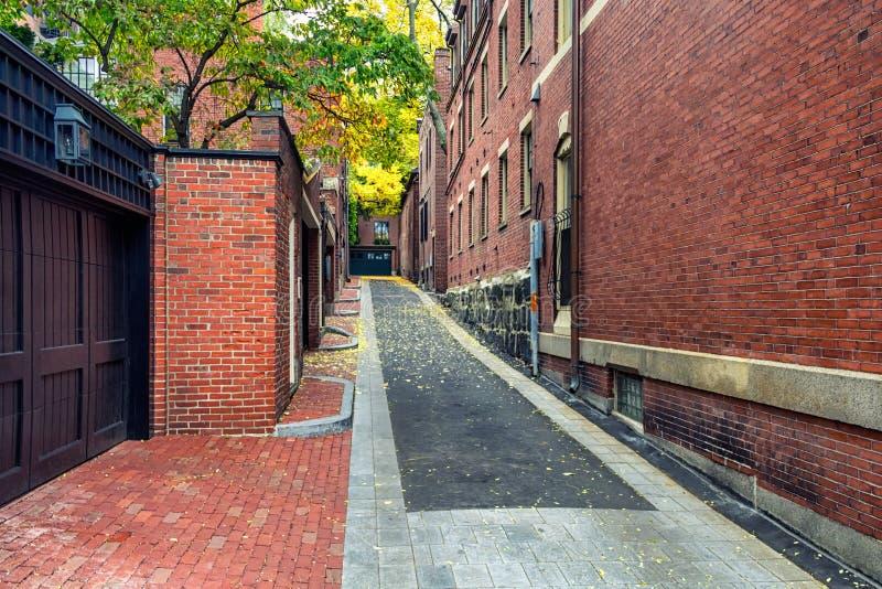 Byggnader för röd tegelsten i område för kulle för fyr för Boston ` s i nedgångsäsong arkivfoton