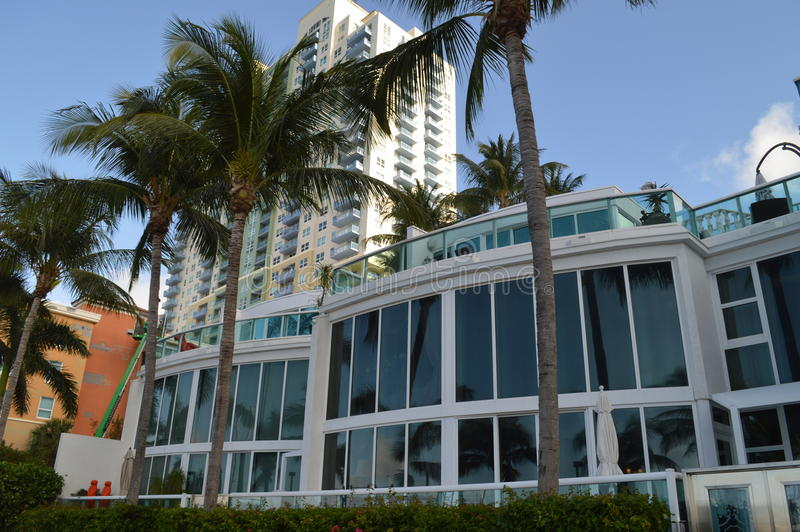 Byggnader i Alton Road Miami Beach Florida arkivbilder