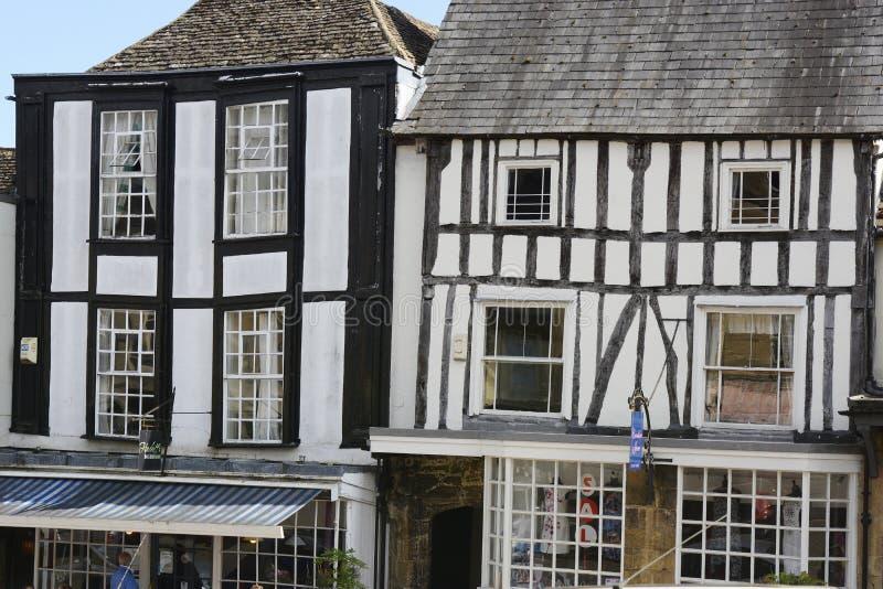 Byggnader i Burford, Oxfordshire, England arkivbilder