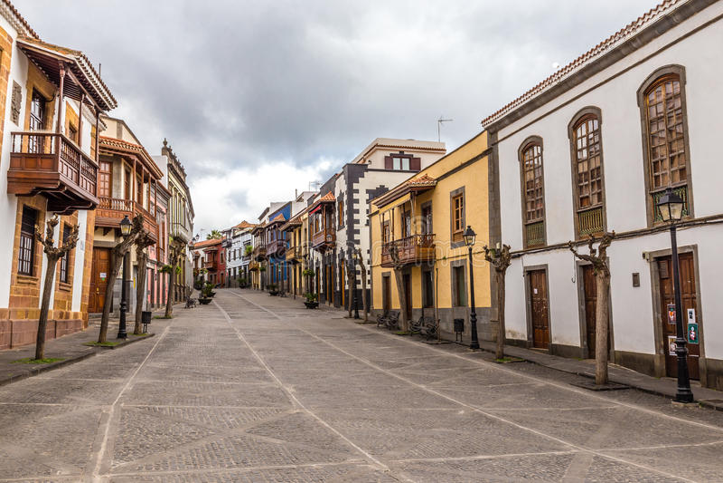 Byggnader i Calle Real - Teror, Gran Canaria, Spanien royaltyfri bild