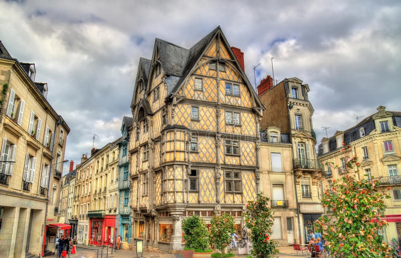Byggnader i den gamla staden av Angers, Frankrike royaltyfri fotografi