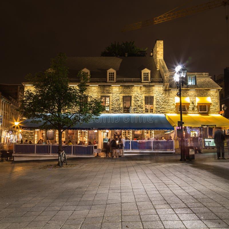 Byggnader i den gamla staden Montreal arkivfoton