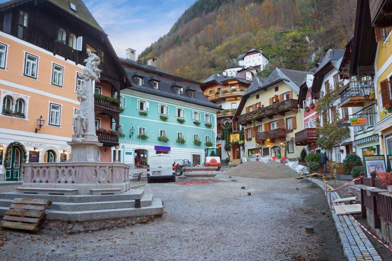Byggnader i Hallstatt, Salzkammergut region av Österrike royaltyfri foto