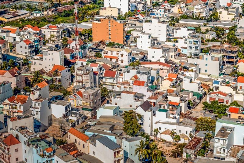 Byggnader i Nha Trang från en höjd arkivbilder