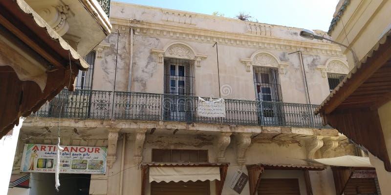 Byggnader i Oujda, Marocko arkivfoto