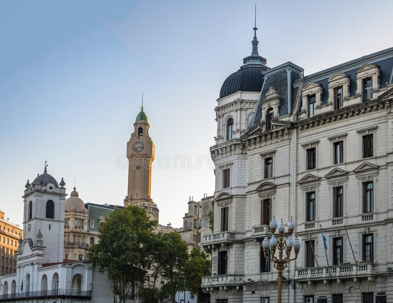 Byggnader i i stadens centrum Buenos Aires nära Plaza de Mayo - Buenos Aires, Argentina fotografering för bildbyråer