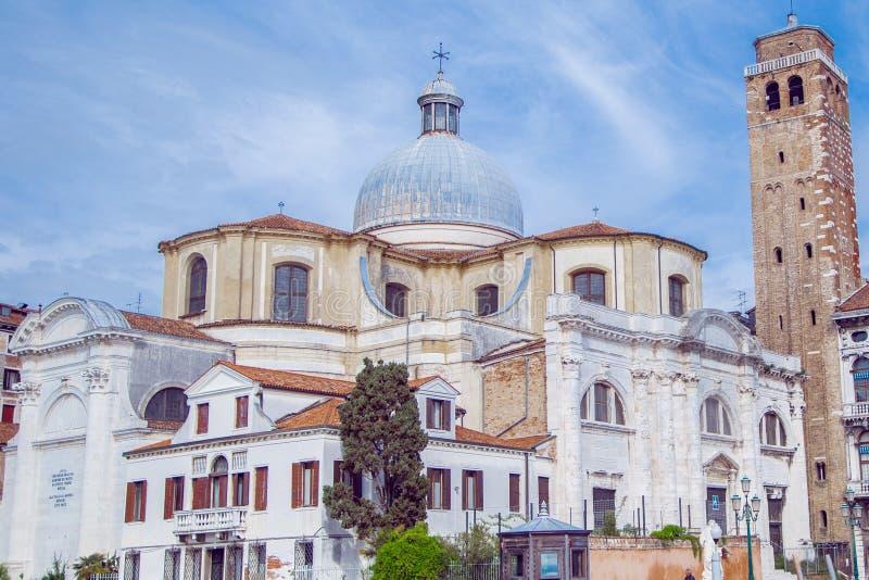 Byggnader i Venedig längs den stora kanalen arkivbild
