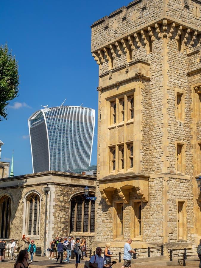 Byggnader inom torn av London arkivfoton