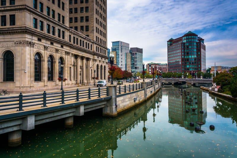 Byggnader längs försynfloden i försyn, Rhode - ö royaltyfri foto