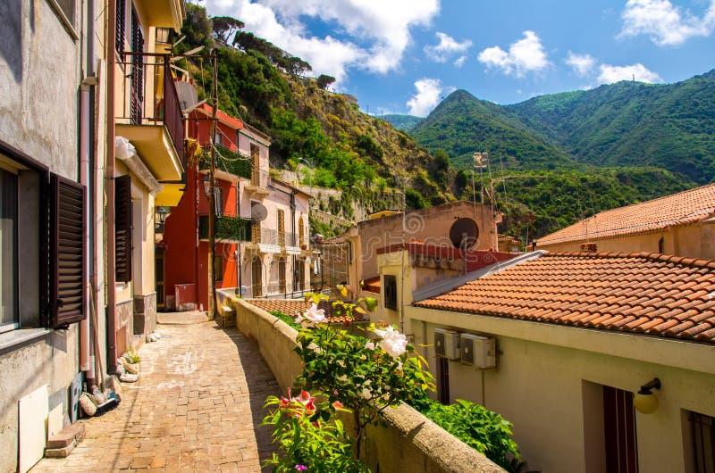Byggnader med färgrika väggar och belade med tegel tak, Scilla, Calabria, fotografering för bildbyråer