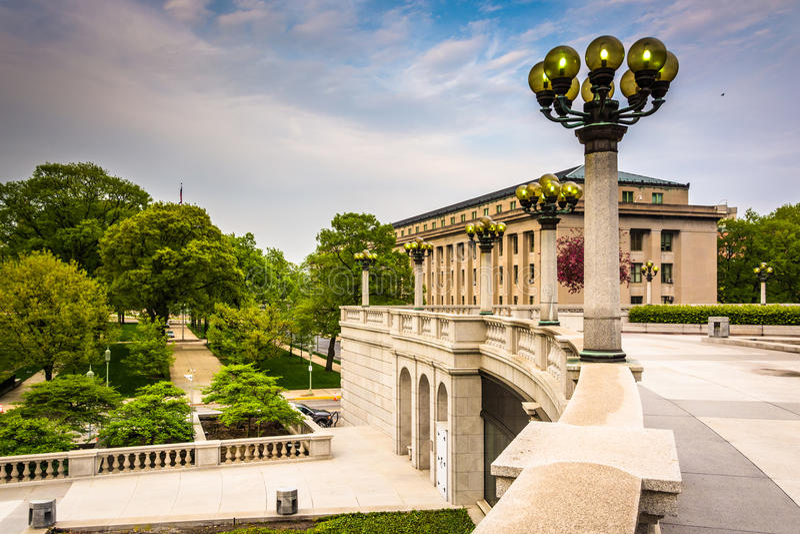 Byggnader och trädgårdar på Kapitoliumkomplexet i Harrisburg arkivfoto