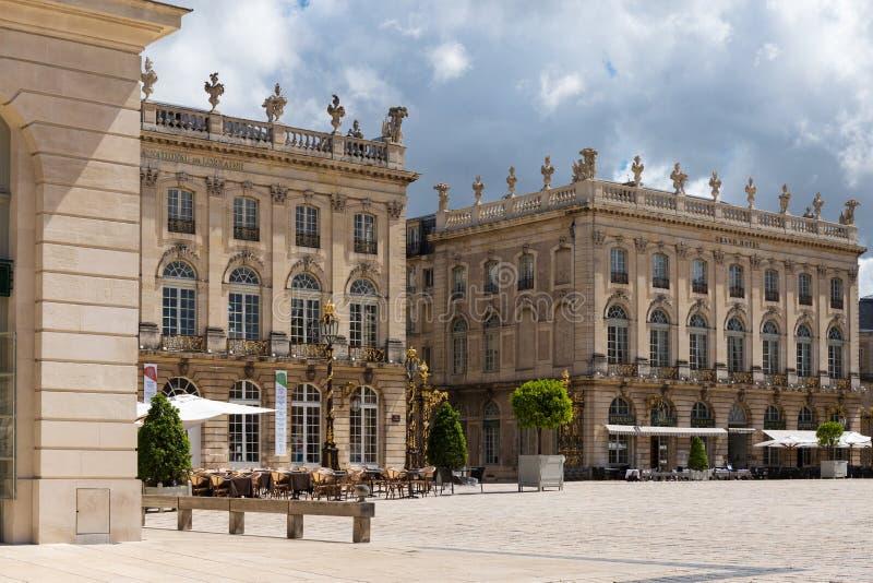 Byggnader på det Stanislas stället i Nancy den guld- staden royaltyfria bilder