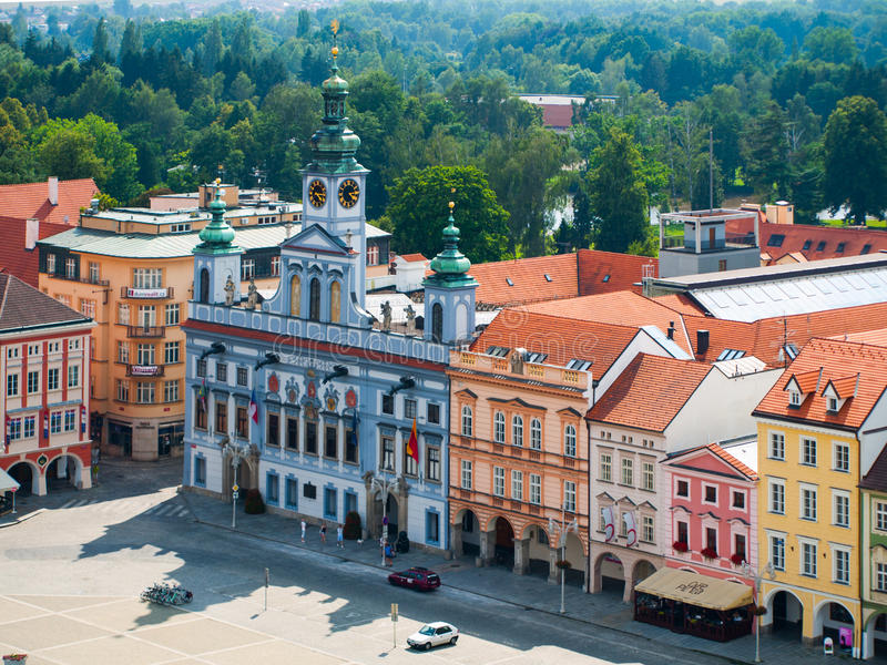 Byggnader på en huvudsaklig fyrkant i Ceske Budejovice royaltyfri bild